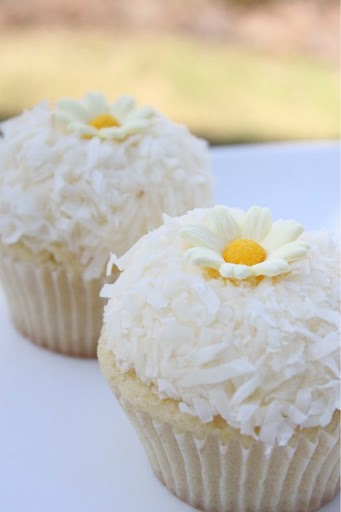 Post image for Lemon Coconut Cupcakes