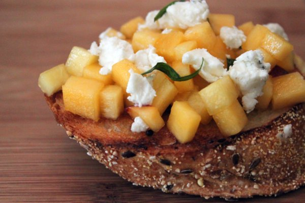 Post image for Peach & Goat Cheese Bruschetta