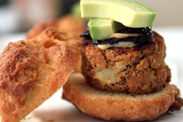 Post image for Lump Crabcake & Avocado Sliders