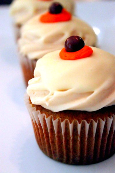 Post image for Pumpkin Cupcakes with Spiced Cream Cheese & White Chocolate Ganache